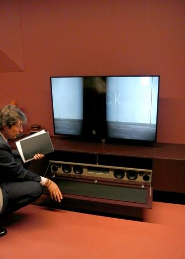 Sistema audio integrato nella base del mobile